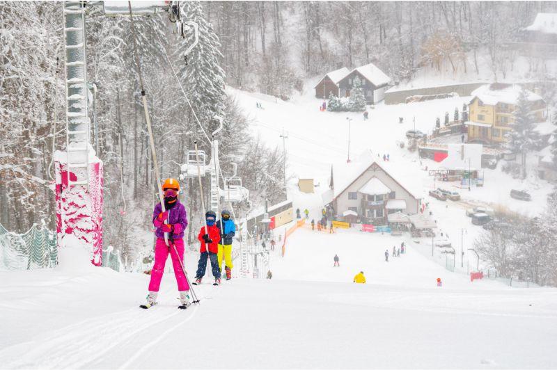 """Featured image for """"Program zilnic 9:00-21:00 pe pârtiile de schi de la Şugaş Băi"""""""